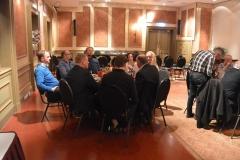 Actieve leden van de ondernemersclub te Tolbert en Leek die de wijnen van Wijnshoponline proeven.