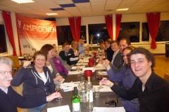 Wijnproeverij tijdens een feest bij voetbalvereniging De Meern