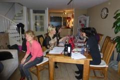 Heerlijk ongedwongen wijn proeven in Vleuten tijdens feest.