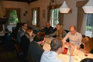 Wijnproeverij met familie bij u thuis op locatie in Gemert